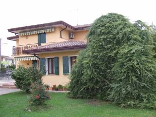Photo - Single family villa, excellent condition, 213 sq.m., Pontelongo
