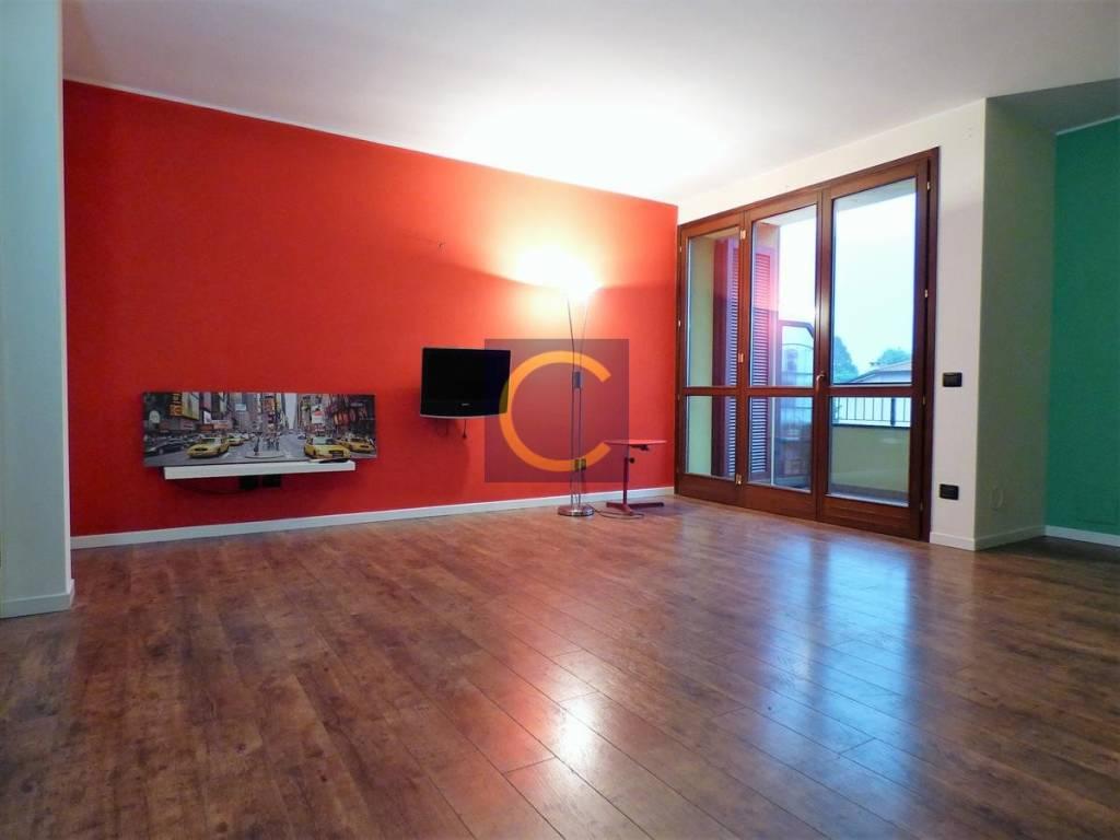 foto SOGGIORNO 3-room flat via Salvo D'Acquisto, Luisago