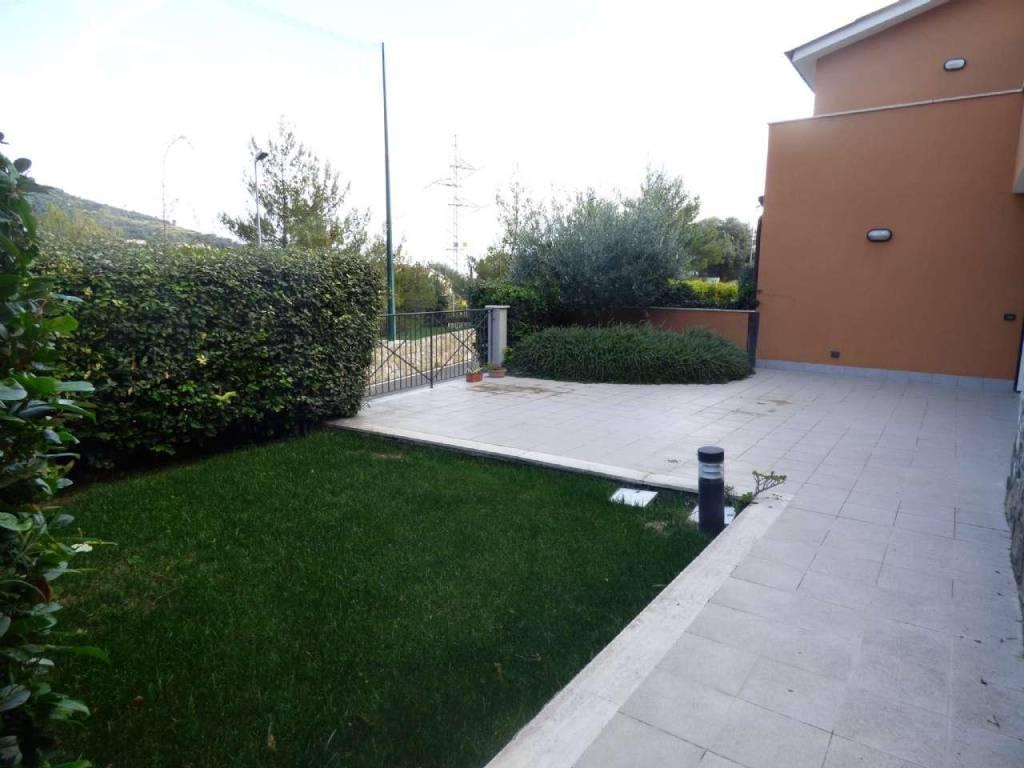 foto giardino 2-room flat Strada Per I Piani, Castellaro