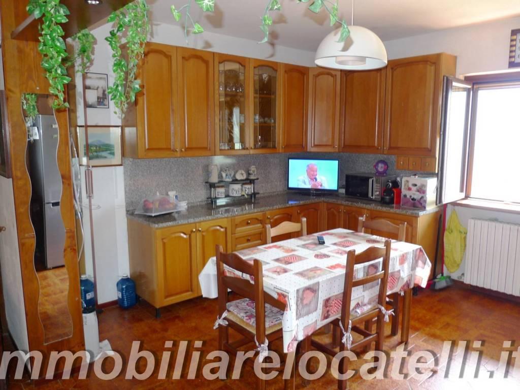 foto sala da pranzo 3-room flat via Giovanni Personeni, Sant'Omobono Terme