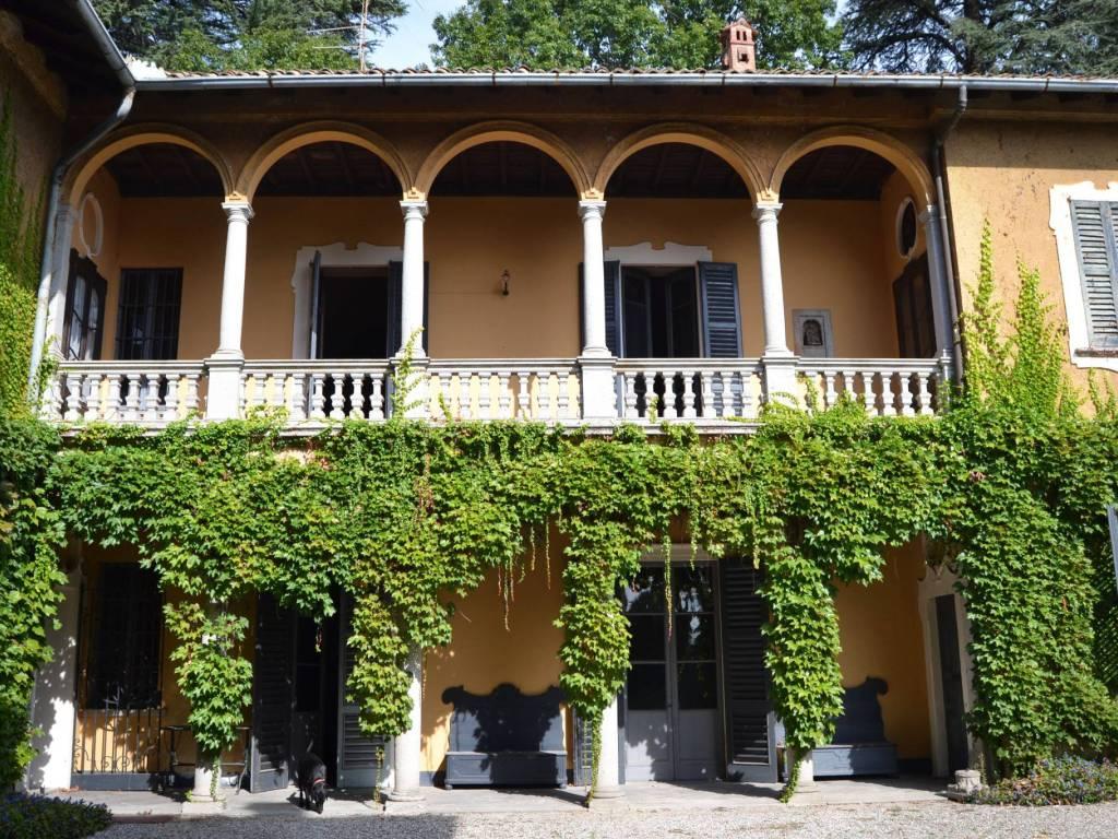 foto  Villa unifamiliare, da ristrutturare, 697 mq, Varese