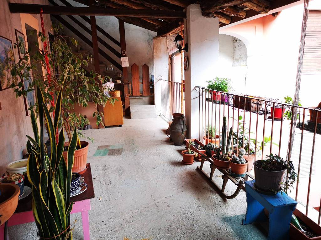 foto Loggiato Appartamento via Roma, Castello Cabiaglio