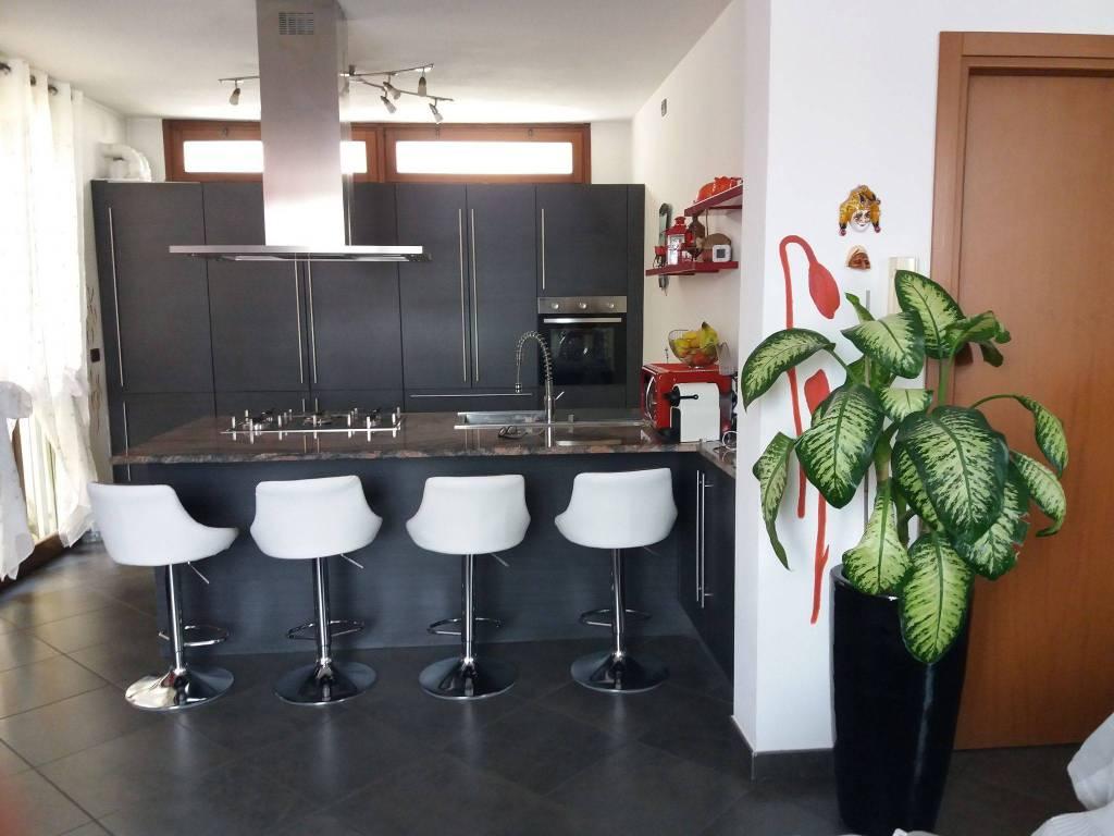 foto  4-room flat via Padana Superiore, Bellinzago Lombardo