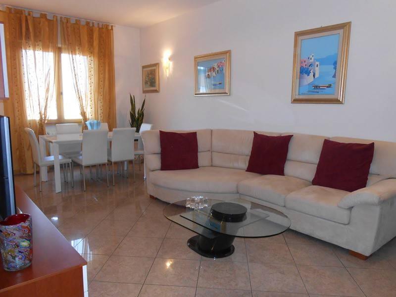 foto soggiorno 3-room flat via Vincenzo Monti, Corsico