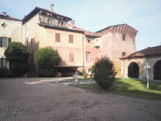 Photo - Historic residence quattro piani, good condition, Envie