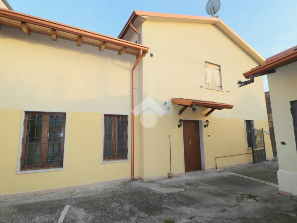 foto  Detached house vicolo otelli, Volta Mantovana