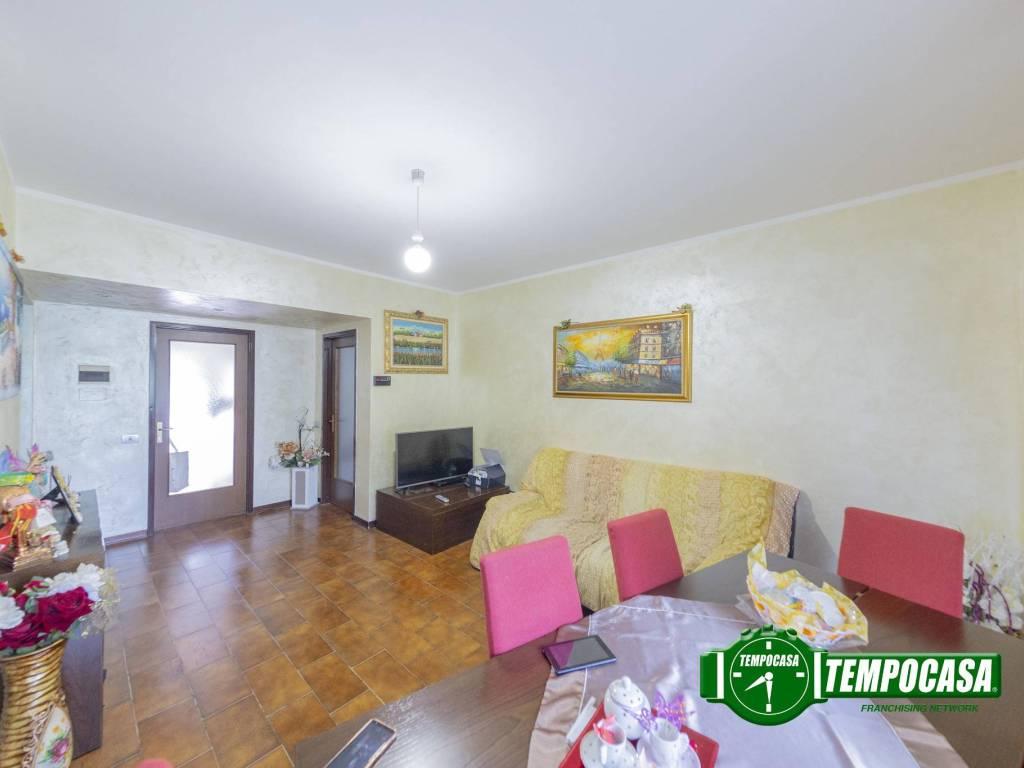 foto Soggiorno 3-room flat via Lombardia, Lacchiarella