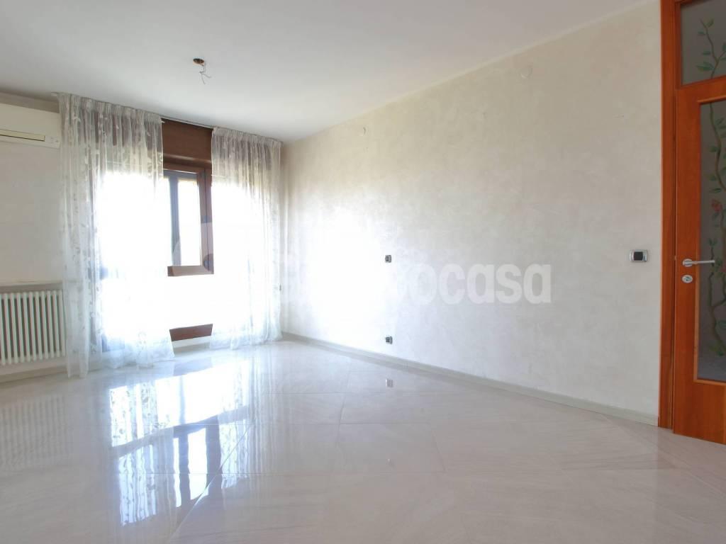 foto Soggiorno 3-room flat via Vittorio Emanuele, Cuggiono