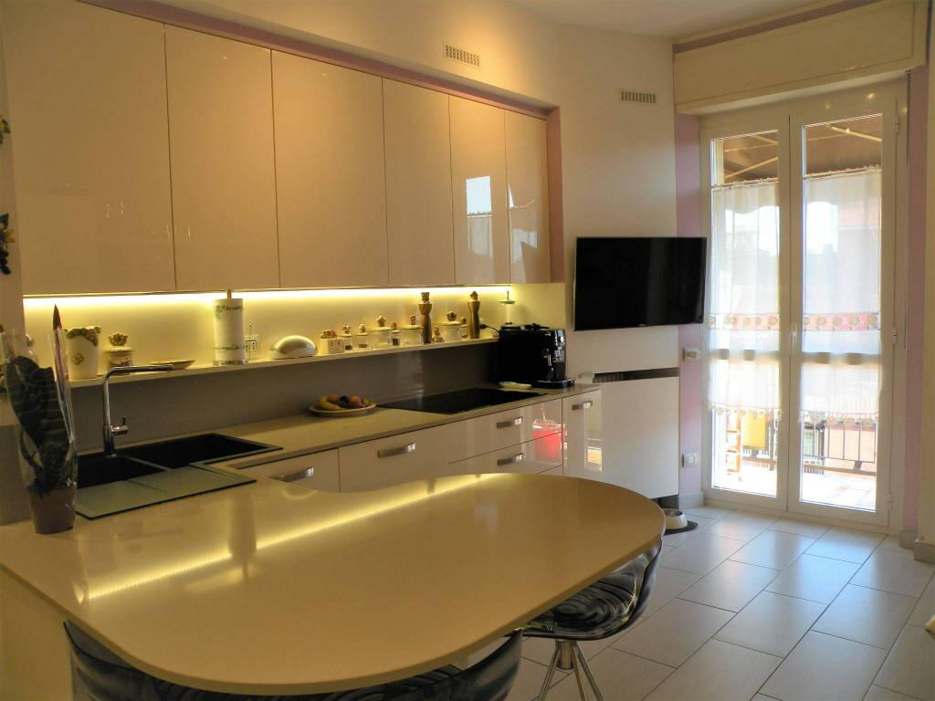 foto  4-room flat via Giacomo Leopardi 4, Corsico