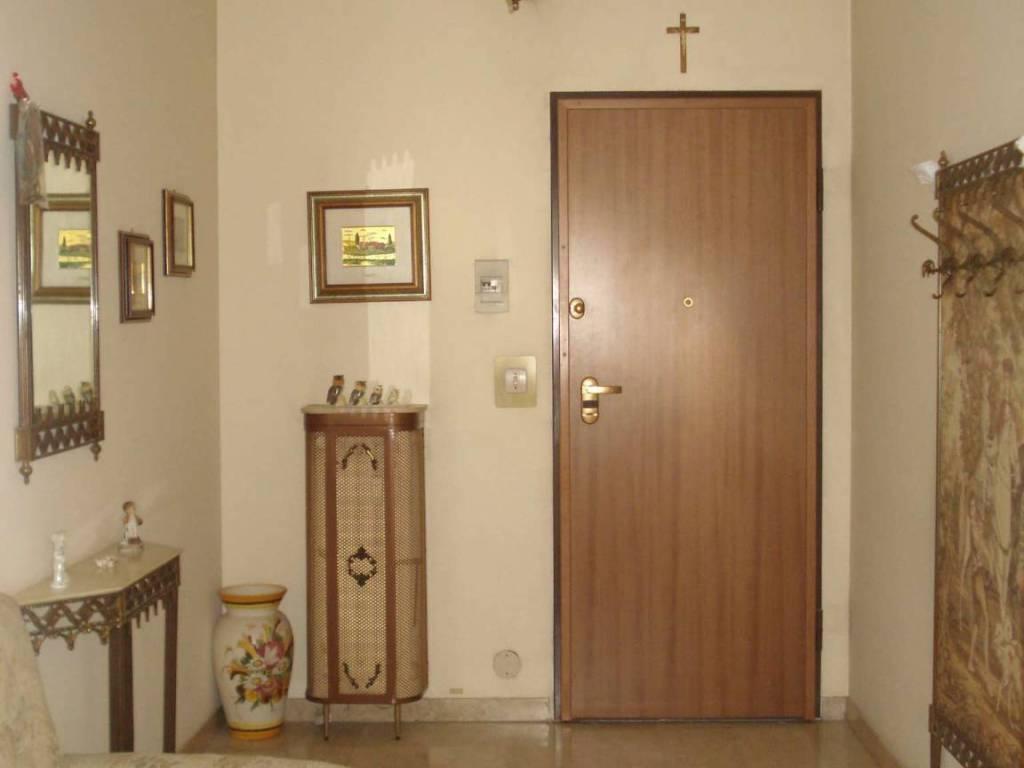 foto ingresso Bilocale viale PAPA GIOVANNI XXIII 3, Beinasco