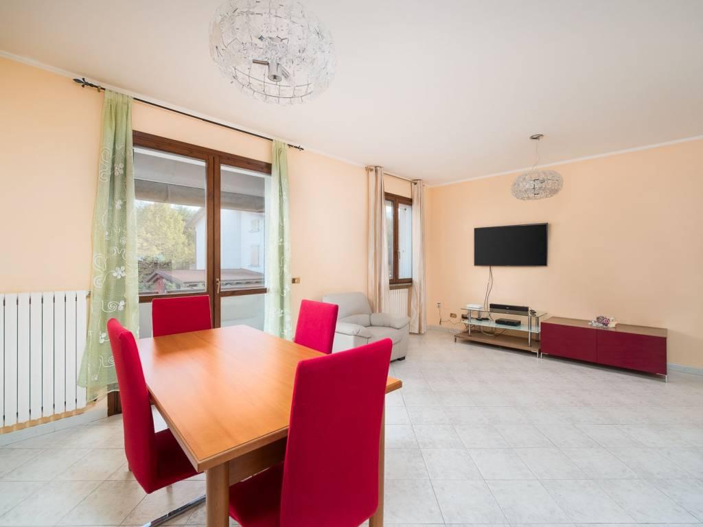 foto SOGGIORNO 3-room flat via Enzo Ferrari, Viano