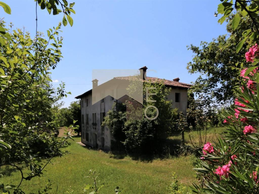 foto  Casale via Ermes di Colloredo, Colloredo di Monte Albano