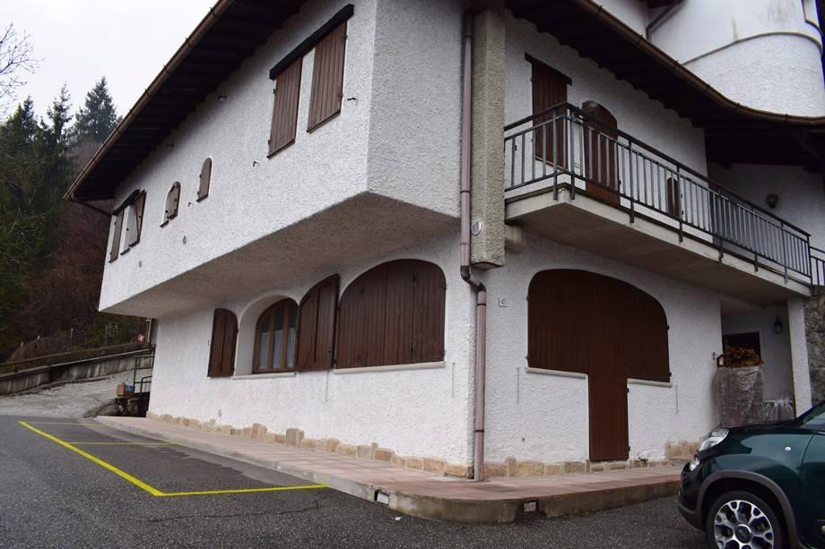 foto esterno Piso de dos habitaciones via Partigiani, Serina