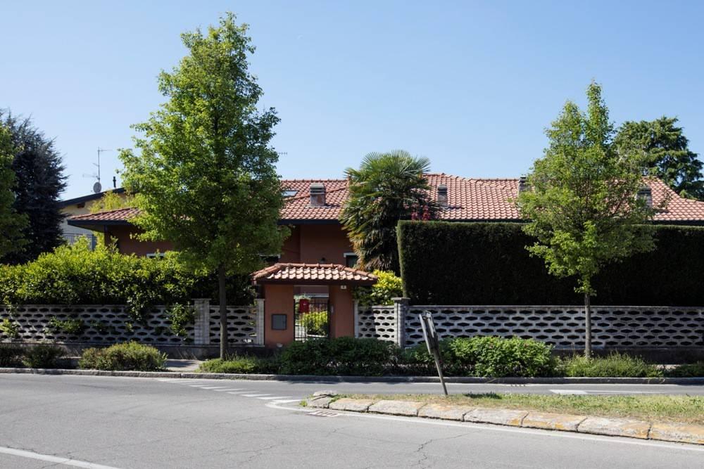 foto  Villa bifamiliare, ottimo stato, 210 mq, Venegono Superiore