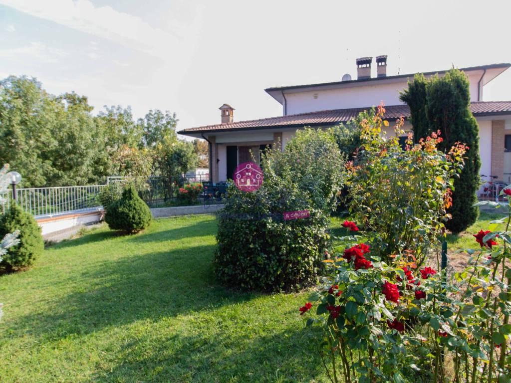 foto  Villa bifamiliare, ottimo stato, 229 mq, Rottofreno