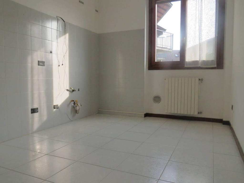 foto  3-room flat via Fratelli Bandiera, Arconate