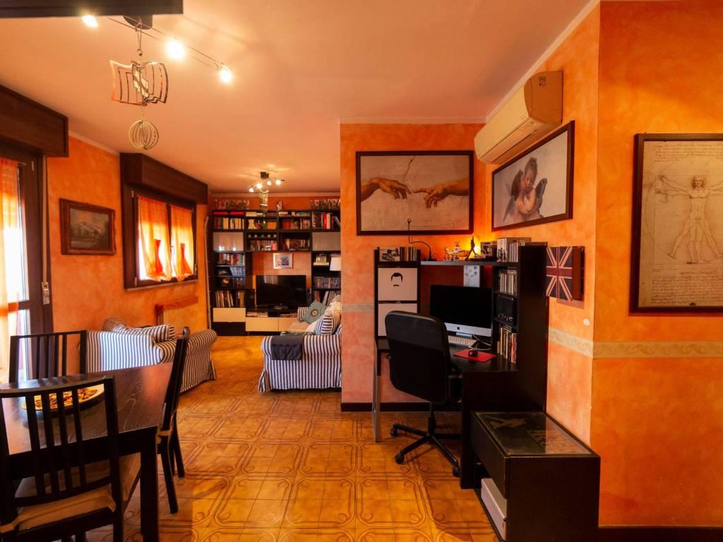 foto soggiorno 3-room flat via Trento 21, Cesano Boscone