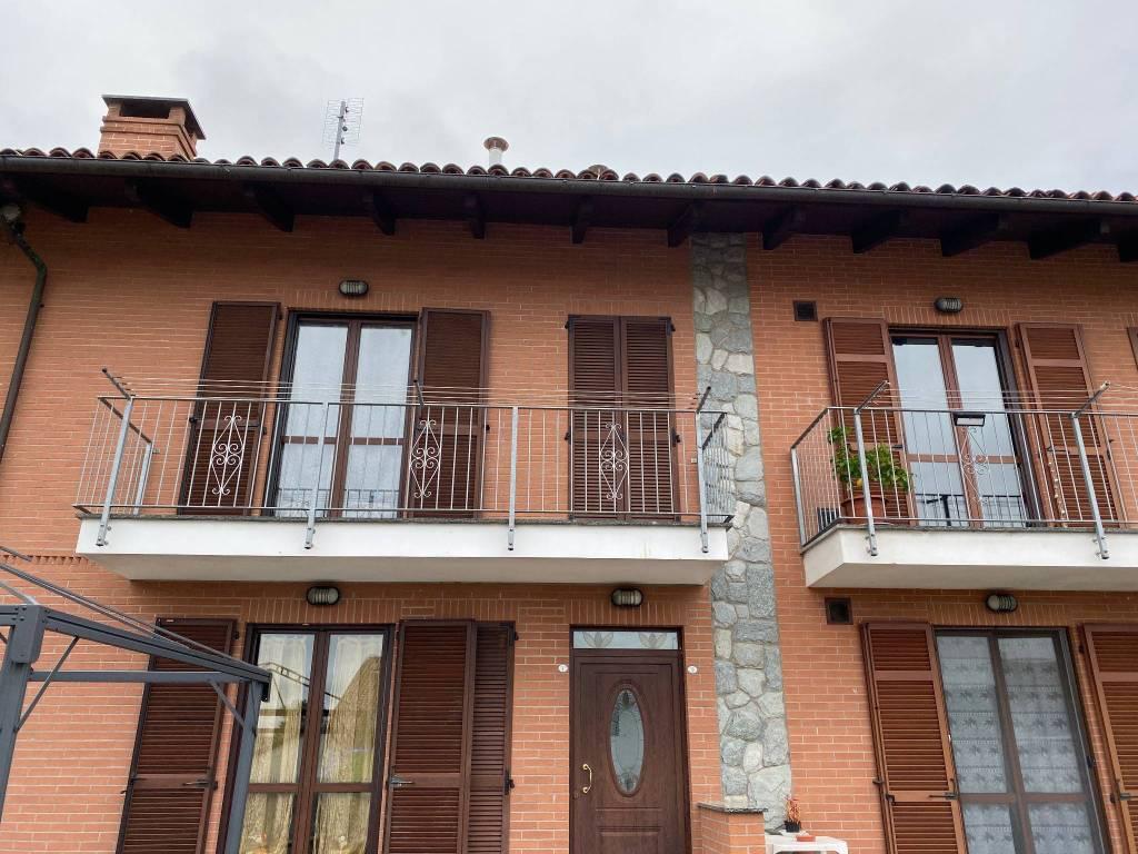foto facciata Bilocale Strada per Cellarengo, Valfenera