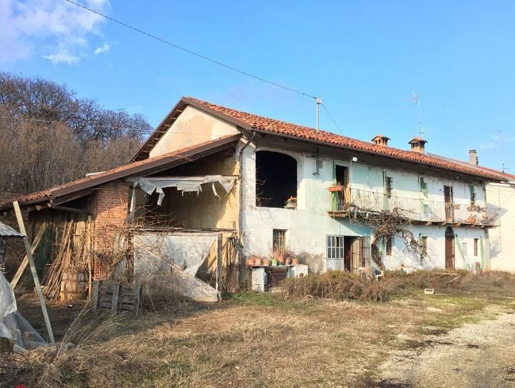 foto  Country house, to be refurbished, 200 sq.m., Baldissero d'Alba