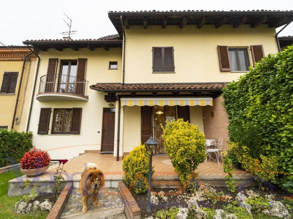 foto esterno Terraced house corso Asti 22, Alba