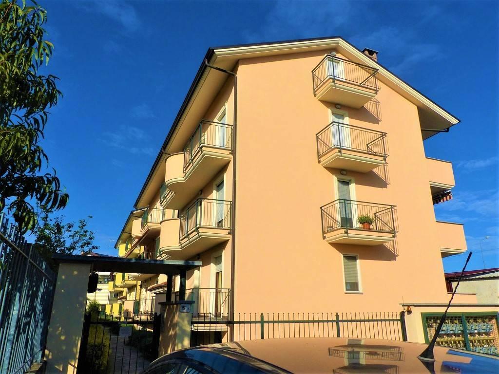 foto esterno Penthouse via Cuneo 116, Bra