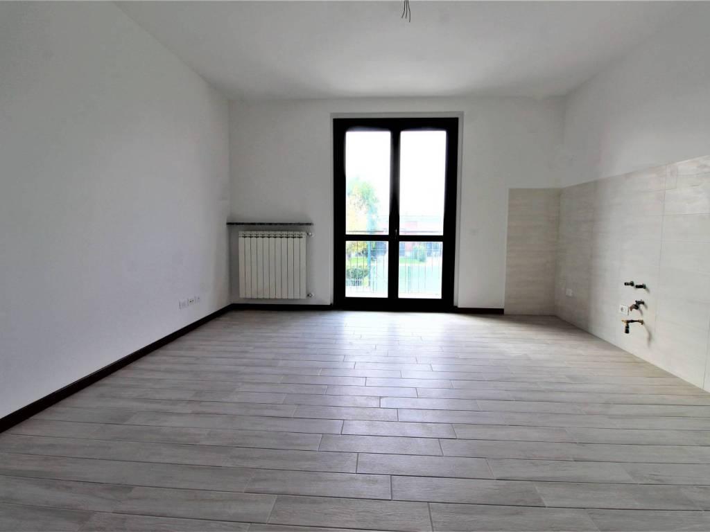 foto zona giorno Bilocale nuovo, primo piano, Vellezzo Bellini