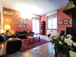 Photo - 3-room flat via Torquato Tasso, Treviglio