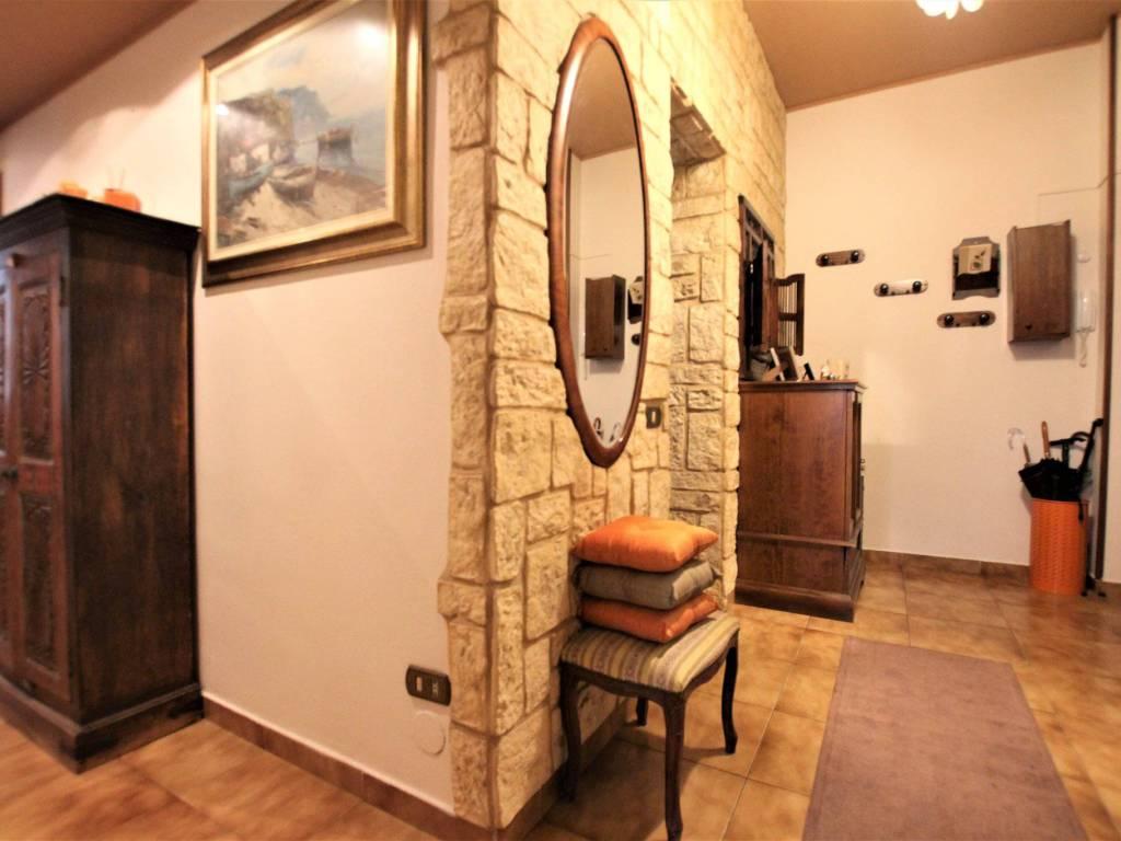 foto ingresso 3-room flat via Italia 123, Muggiò