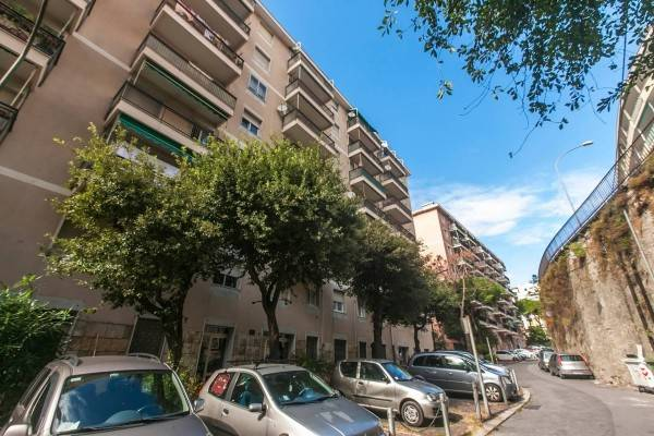 foto  Parking space via dei Cinque Santi, Genova