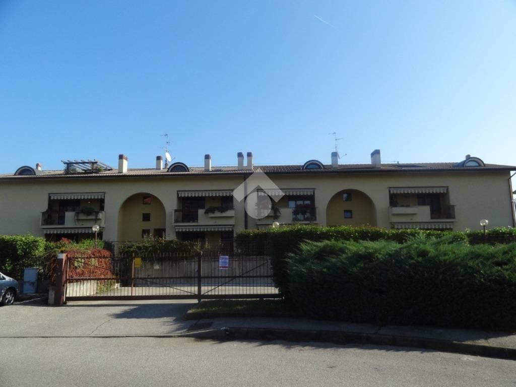 foto esterno 4-room flat via Grazia Deledda, Bussero