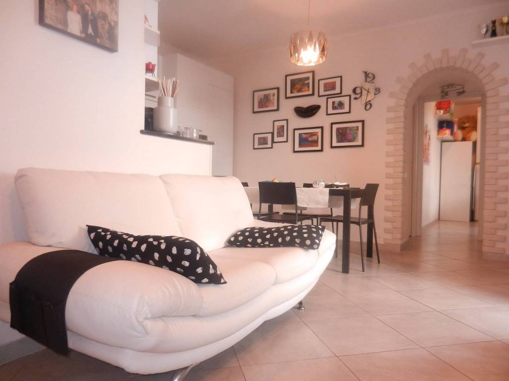 foto  3-room flat via Calabria 10, Genzano di Roma