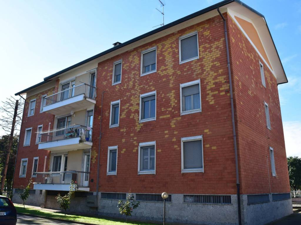 foto  2-room flat via Giuseppe Garibaldi 10, Cuggiono