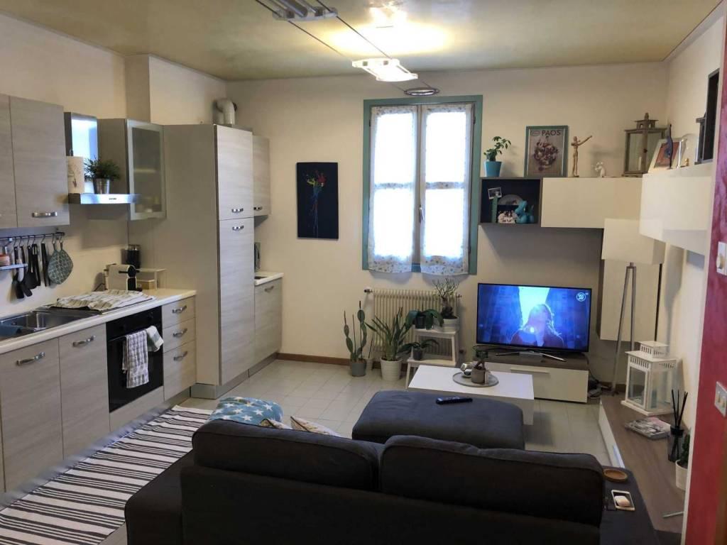 foto soggiorno 3-room flat via Giuseppe Garibaldi, Montebelluna