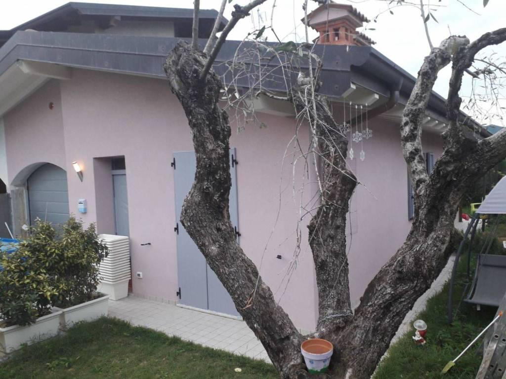foto villetta muscoline Villa a schiera via San Quirico, Muscoline