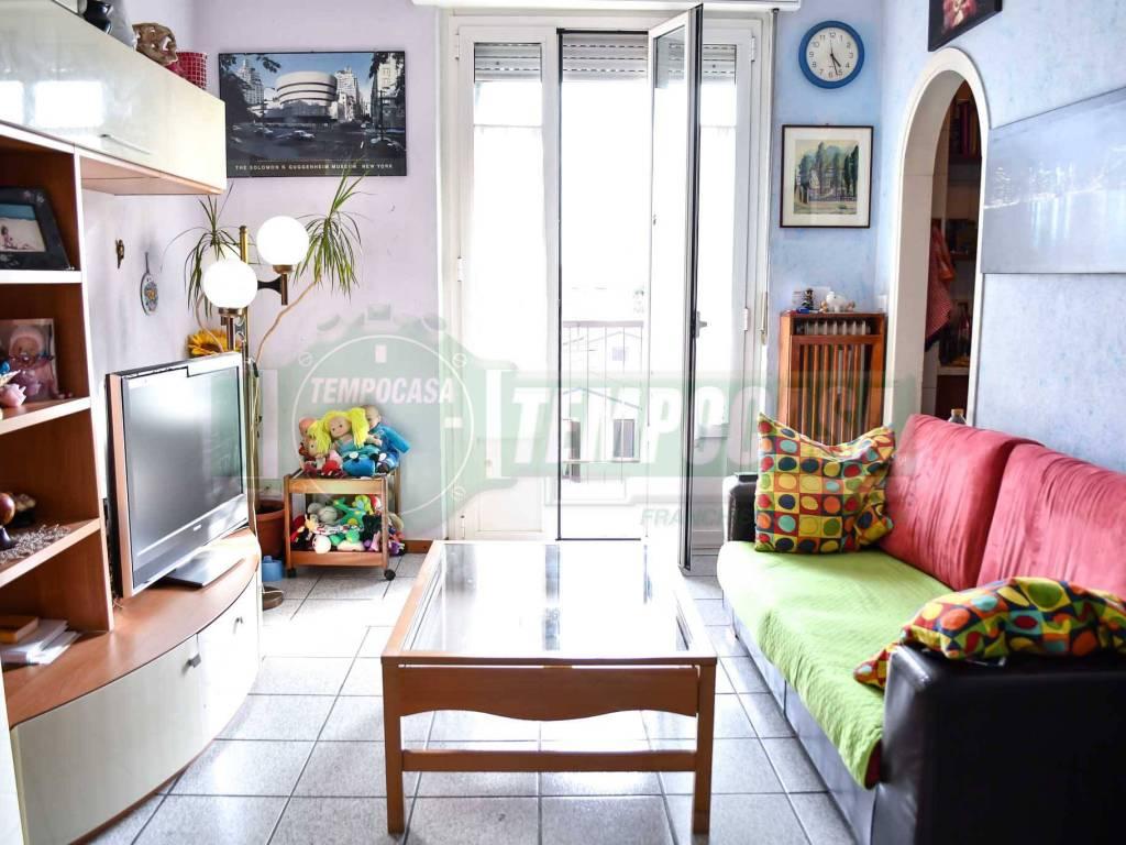 foto soggiorno 3-room flat via Ezio Vanoni 2, Trezzo sull'Adda