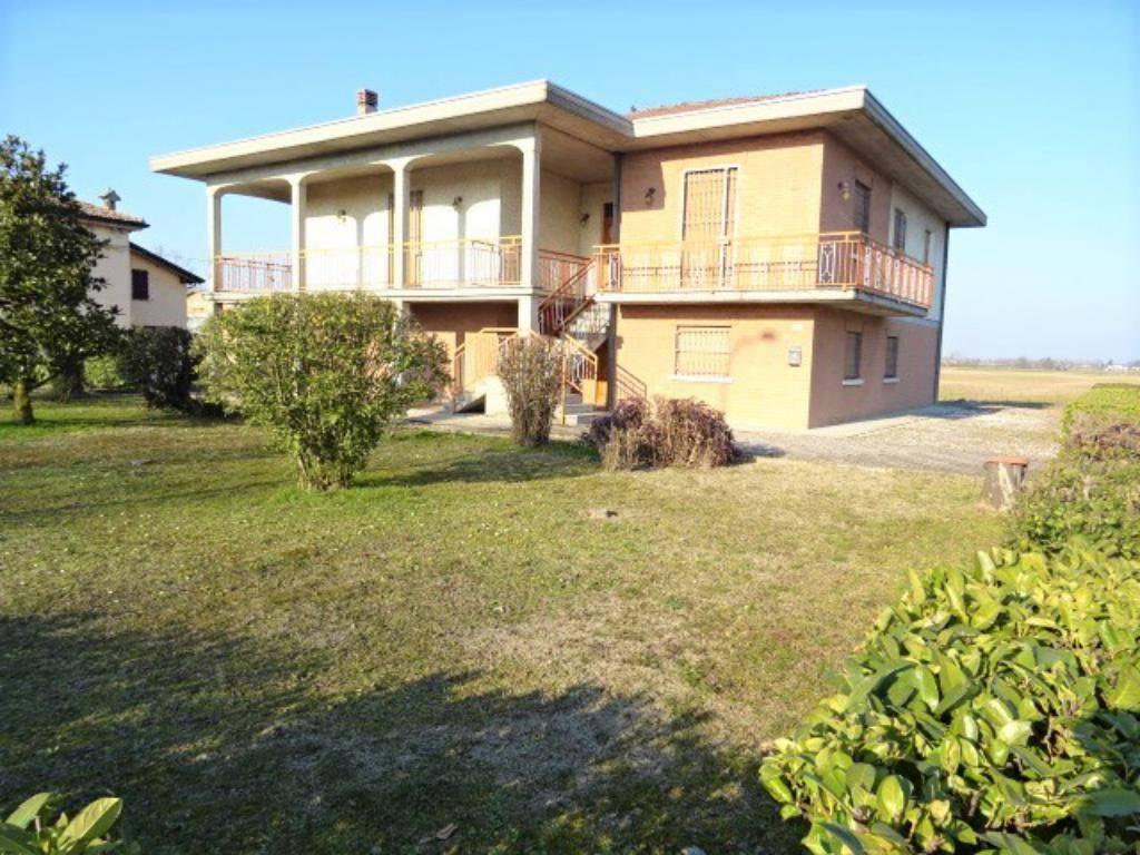 foto  Villa unifamiliare via Repubblica 94  Villanova Sull' Arda, Villanova sull'Arda