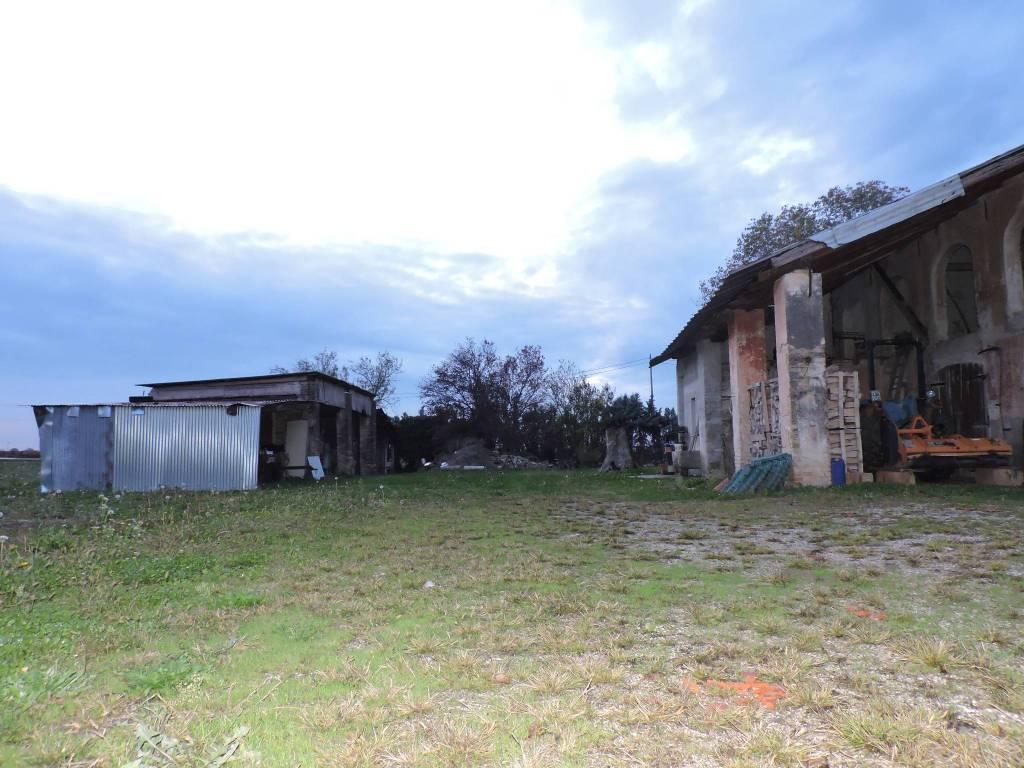 foto  Rustico, da ristrutturare, 680 mq, Zenson di Piave
