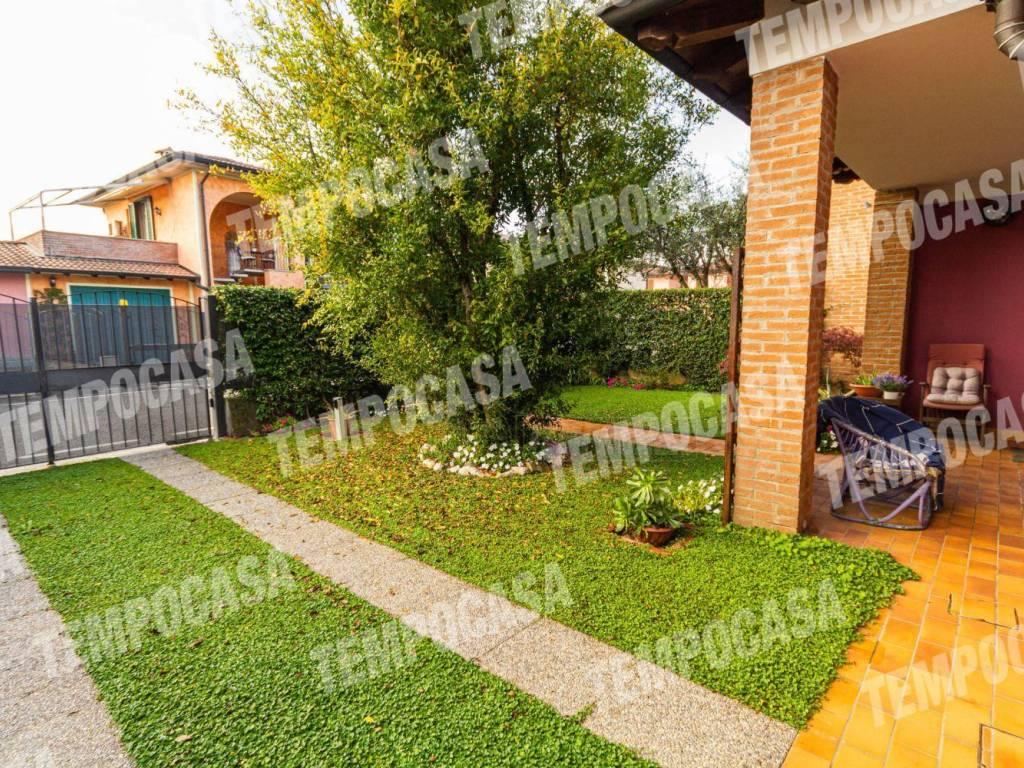 foto Giardino Single family villa viale Lombardia, Izano