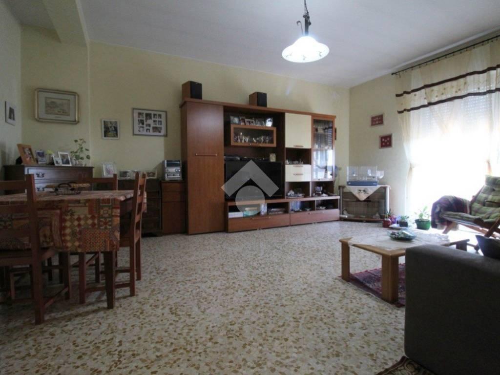 foto soggiorno 3-room flat via Silvio Pellico, Rescaldina