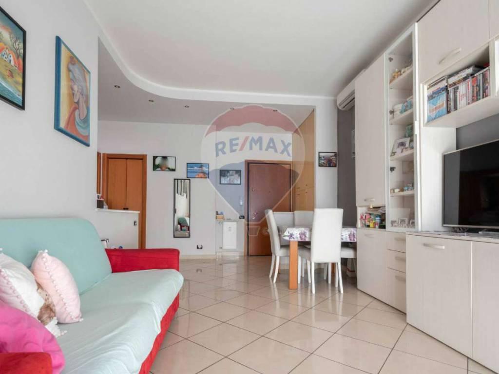 foto SOGGIORNO 3-room flat via Salvo D'acquisto, Baranzate