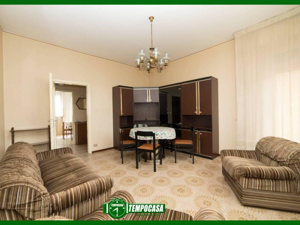 foto soggiorno 4-room flat via dei Pioppi 4, Bellinzago Lombardo