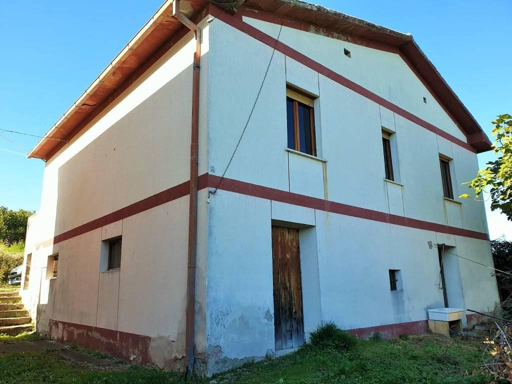 foto esterno Single-family townhouse frazione Befaro, Castelli