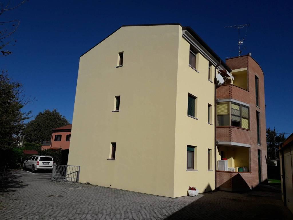 foto facciata 4-room flat via Raffanello, Ferrara