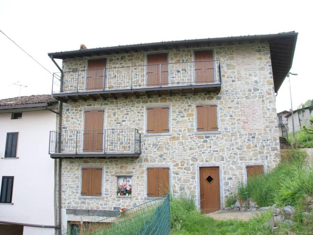 foto Facciata Country house via alla Chiesa 3A, Gazzaniga