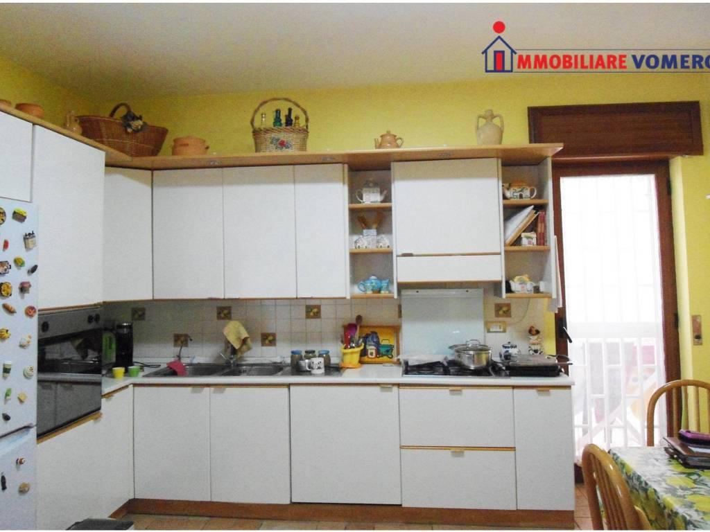 foto cucina Quadrilocale via Due Portoni, Napoli