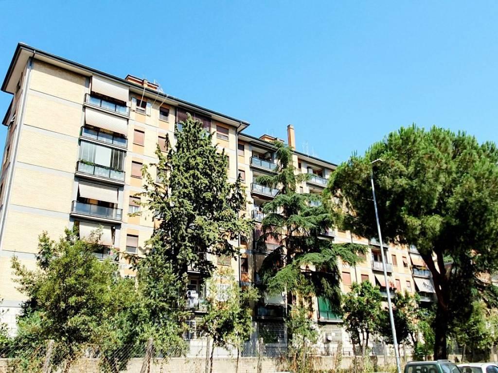 foto palazzina 3-room flat via Emilio Macro, Roma