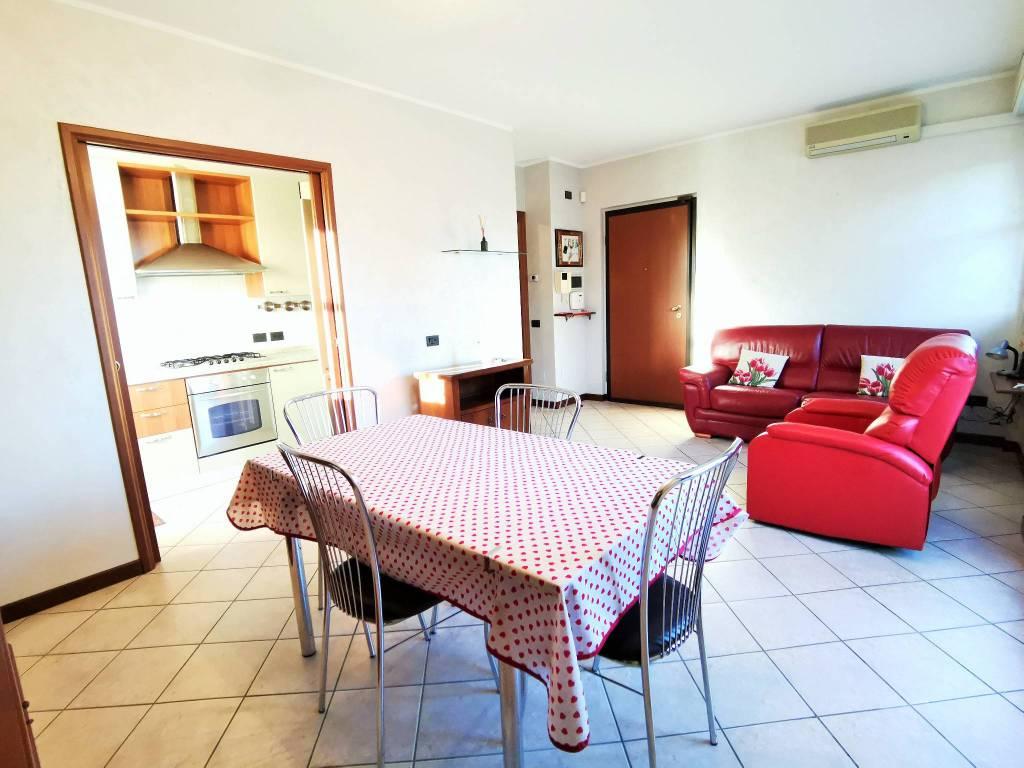 foto soggiorno 3-room flat via Felice Cavallotti, Treviglio