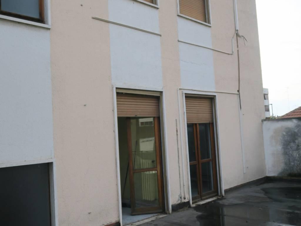 foto  Building via Galileo Ferraris, Novara
