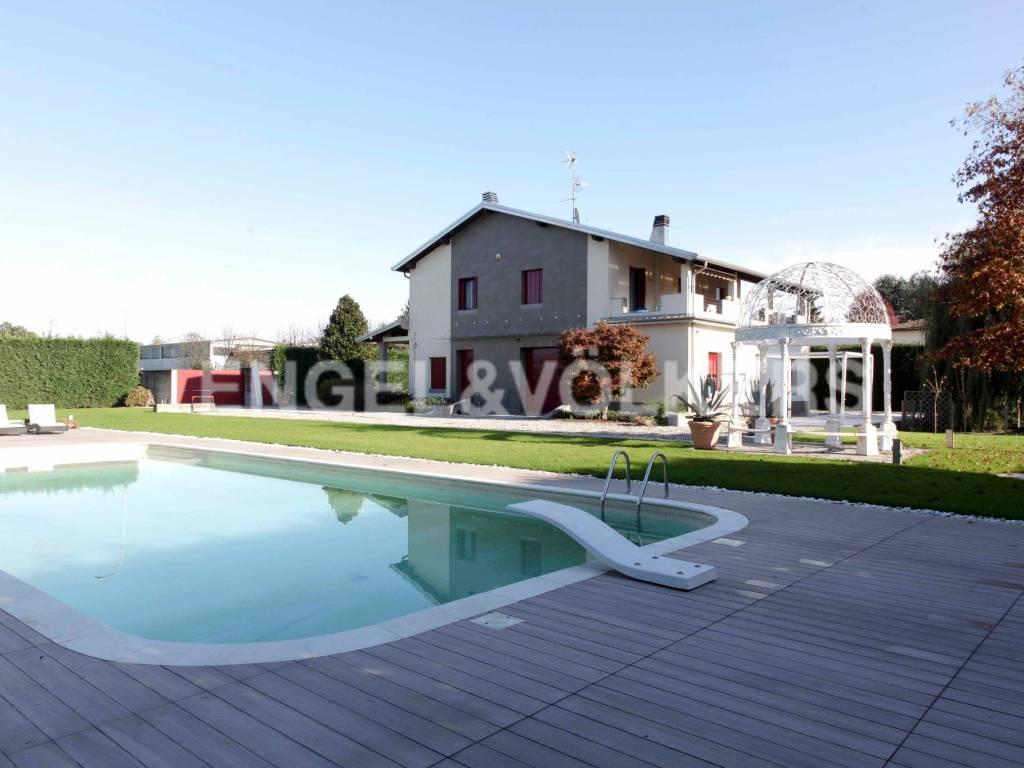 foto Piscina Single family villa via Fratelli Bandiera 28, Robecco sul Naviglio