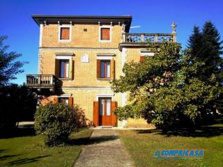 Photo - Building tre piani, Ospedaletto Euganeo